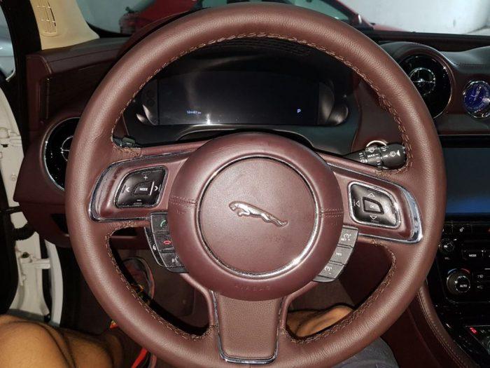 volante jaguar después
